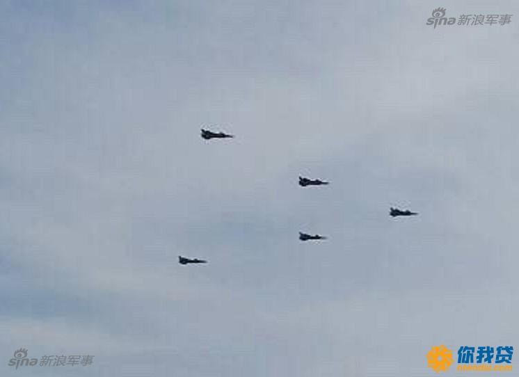 五架歼20战机编队飞行!代表中国空军最强战力